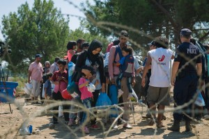 09-04-2015Refugees_FYROM